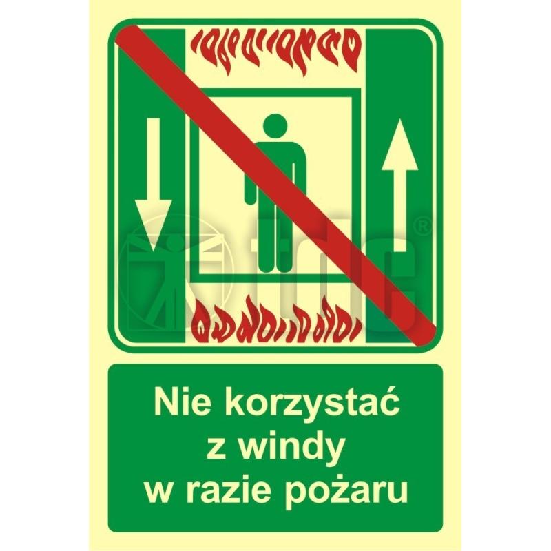 Znak zakaz korzystania z dźwigu osob. w razie pożaru AC 035
